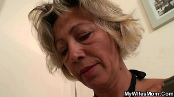 inian mother in law Asain mom sucking her son cock