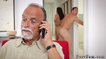 1 immerscharf familie Masseur does gentle foreplay