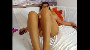 play blonde milfs toy lezdom titted huge Tio convence a su sobrina