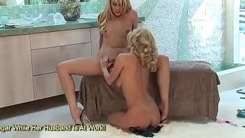 two deepthroat blondes suck from off Hot teen gfs boobs